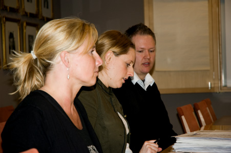 Monika Ohlsson och Anna Almberg från Animal Protection Network, tillsammans med Daniel Rolke, ordförande i Djurrättsalliansen
